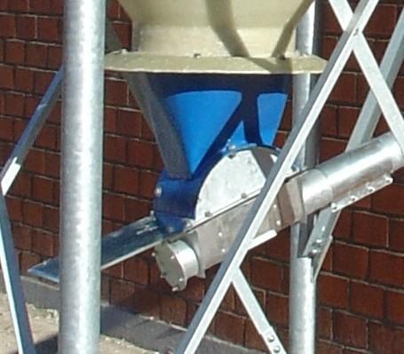 Einlauftrichter-Schneckenkasten D100 mit Absperrschieber